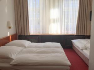 Ein Bett oder Betten in einem Zimmer der Unterkunft Hotel Bismarck