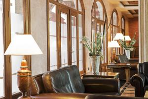 A seating area at Elba Palace Golf & Vital Hotel - Adults Only