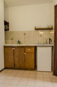 A kitchen or kitchenette at Olive Garden Apart Hotel