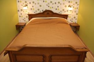 A bed or beds in a room at Apartments on Voroncovskiy Lane