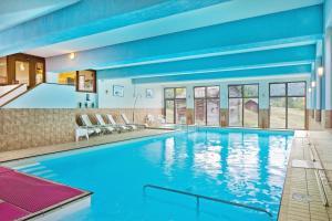 Der Swimmingpool an oder in der Nähe von Hotel Restaurant Bürchnerhof