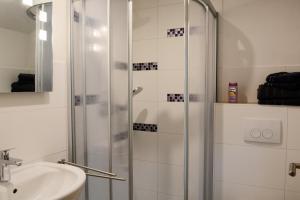 Łazienka w obiekcie Pension Zum Hirsch