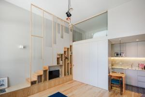 A kitchen or kitchenette at Baumhaus Serviced Apartments