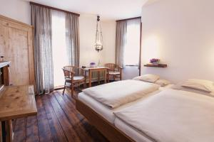 A bed or beds in a room at Romantik Hotel Superior Alte Vogtei