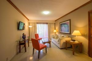 A seating area at Hotel Globales Camino Real Managua
