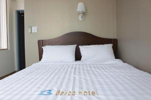 A bed or beds in a room at Bexco Hostel B&B