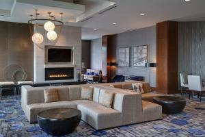 A seating area at Seattle Marriott Waterfront