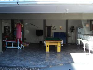 A pool table at Iguassu Central Bed & Breakfast
