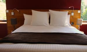 A bed or beds in a room at L'Atelier de Donat