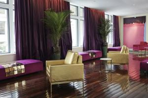 A seating area at Hotel St Paul