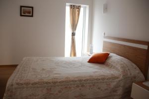 A bed or beds in a room at Pátio da Caetana