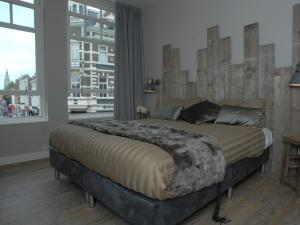 A bed or beds in a room at Boutique Nouveau Van Ham