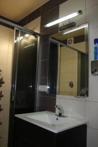 A bathroom at Apartment Kalinina 10