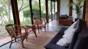 A seating area at Glenhope Alpaca Farm Suites