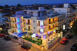 Изглед към басейн в Panorama Inn Hotel или наблизо