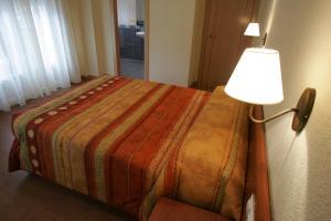 Cama o camas de una habitación en Hostal Hispanico II