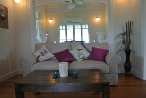 A seating area at Ocean Serenity