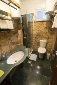 A bathroom at Apartment Serenity