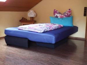 Ein Bett oder Betten in einem Zimmer der Unterkunft Ferienwohnung Georg