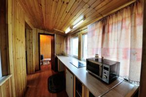 Кухня или мини-кухня в Kamchatskiy Stil' Hostel