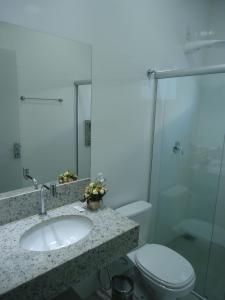 A bathroom at Hotel Jequitibá