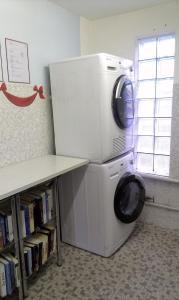 Küche/Küchenzeile in der Unterkunft Pilger-Hüttli - Blockhaus