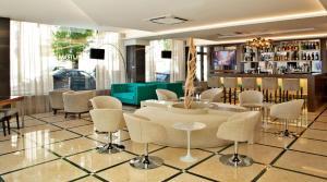 The lounge or bar area at TURIM Saldanha Hotel