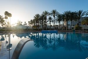 The swimming pool at or close to HD Parque Cristobal Gran Canaria
