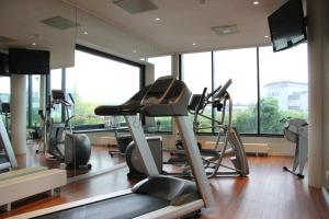 The fitness centre and/or fitness facilities at Bastion Hotel Barendrecht