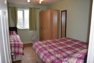 A bed or beds in a room at Granary Close Apartment