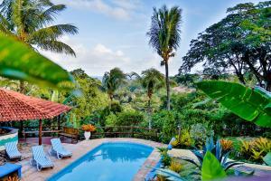 A piscina localizada em Pousada Jardim das Bromélias ou nos arredores