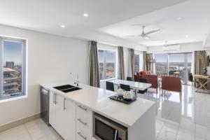A kitchen or kitchenette at Oaks Darwin Elan Hotel