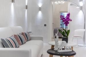 Coin salon dans l'établissement Daydream Luxury Suites