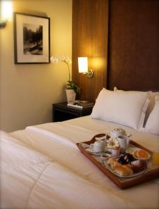 A bed or beds in a room at Porto da Ilha Hotel