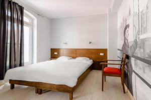 A bed or beds in a room at Hostel 22 Stare Miasto