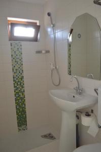 O baie la Hotel Nova