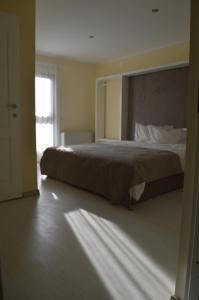 Un pat sau paturi într-o cameră la Hotel Nova