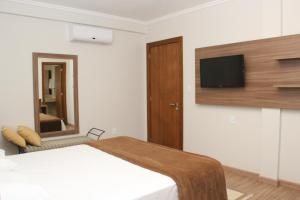 A bed or beds in a room at Hotel Areias Brancas