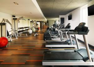 The fitness center and/or fitness facilities at Aloft München