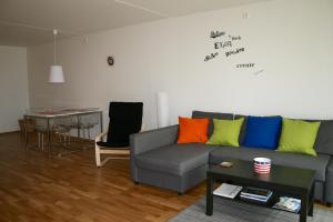 A seating area at Oslo Centrum Apartments