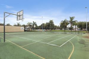Tennis and/or squash facilities at Discovery Parks – Bunbury Foreshore or nearby