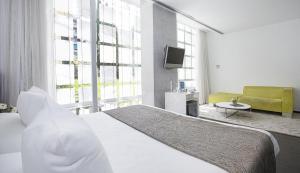 A bed or beds in a room at Hospes Palacio de los Patos