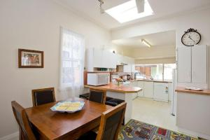 A kitchen or kitchenette at Torquay Retreats Aus - ThirtyOne Pride