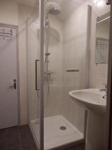 A bathroom at Au Presbytère de Dagmar