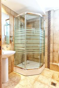 Ванная комната в Anastassiou Hotel