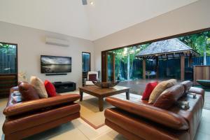 A seating area at Sisanya Home