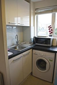 A kitchen or kitchenette at Beautiful Studio - Central London Zone 2