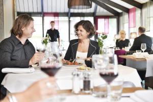 Een restaurant of ander eetgelegenheid bij Hotel Wesseling