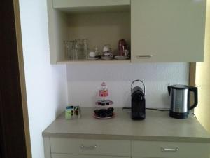 Kaffee-/Teezubehör in der Unterkunft Ferienwohnung und B&B Chasa Janett
