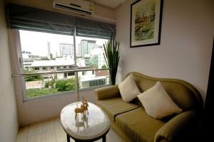 A seating area at Royal View Resort - Rang Nam